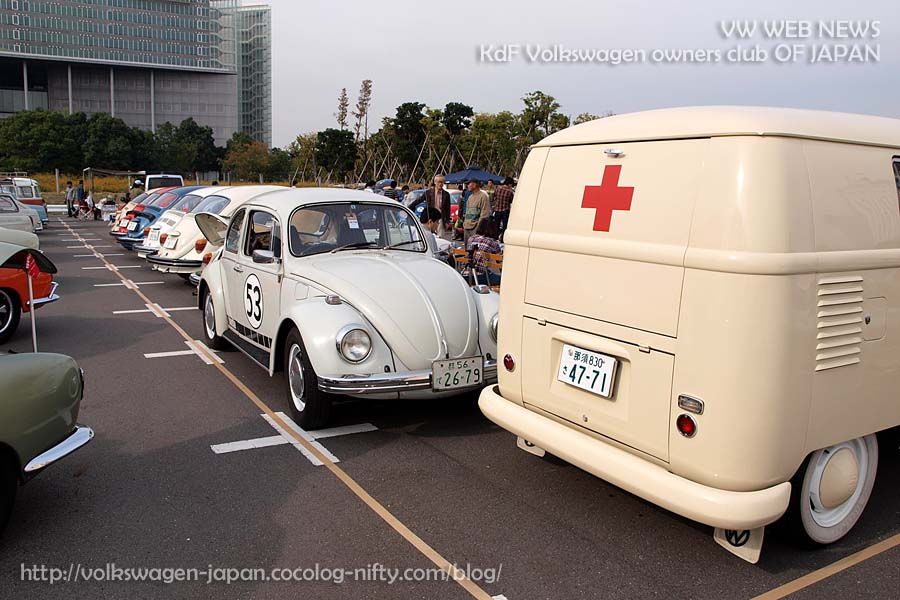 2011pb030086_ambulance_and_69